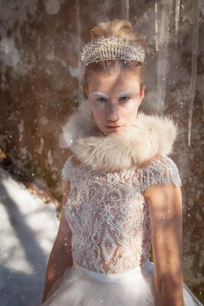 Modefoto im Schnee, Eisprinzessin
