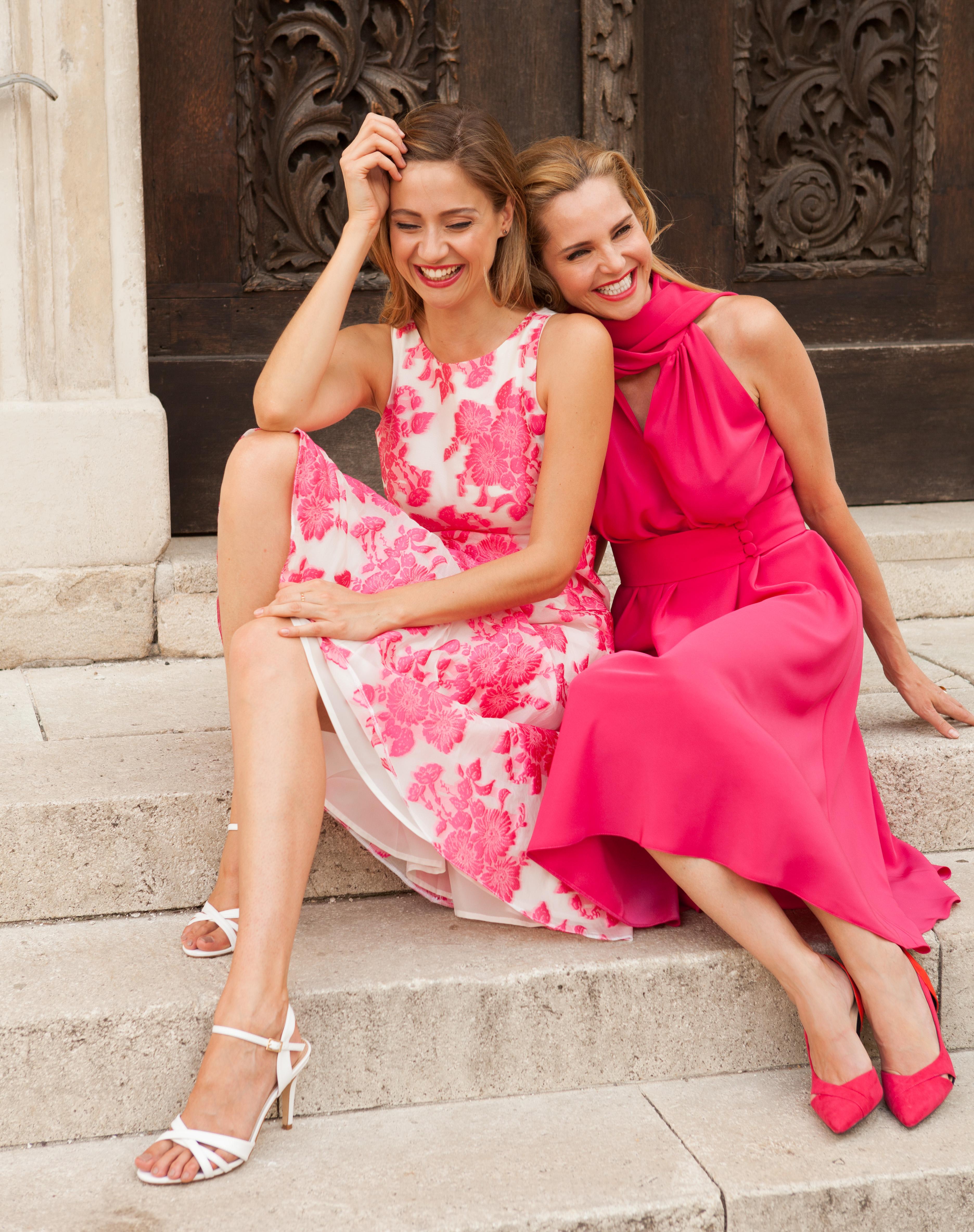 Models tragen Kleider von Maurizio Giambra, sehr weiblich und elegant, italienisches Flair