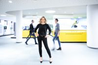 Businessfotos für Belkis Etz von Ski Data AG. Die erfolgreich Businessfrau wurde in verschiedenen Arbeitssituationen portraitiert.