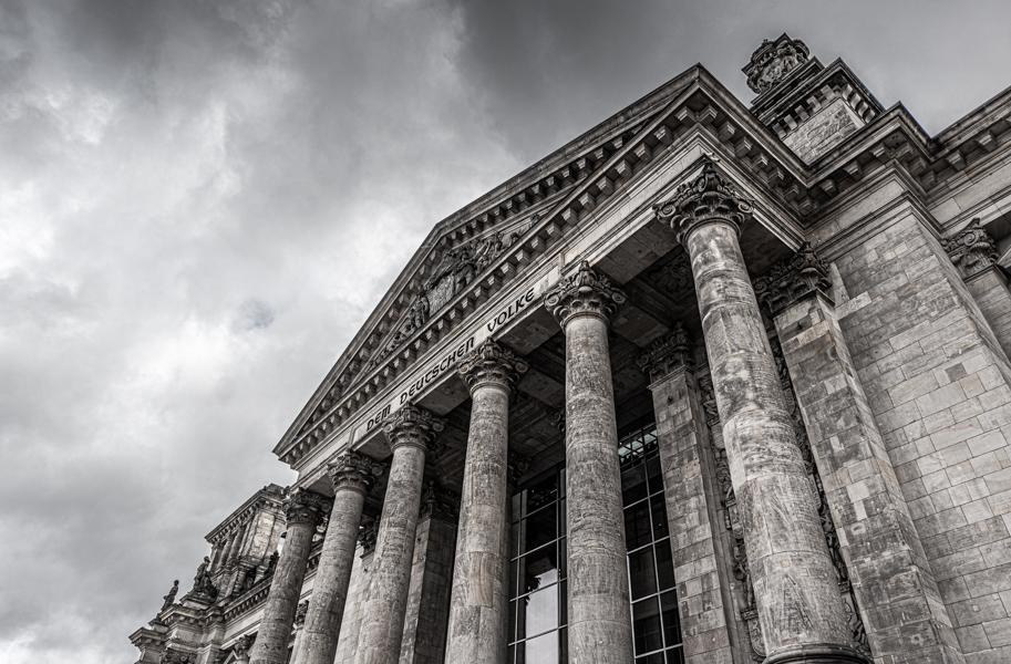 düsteres Bild vom Reichstag