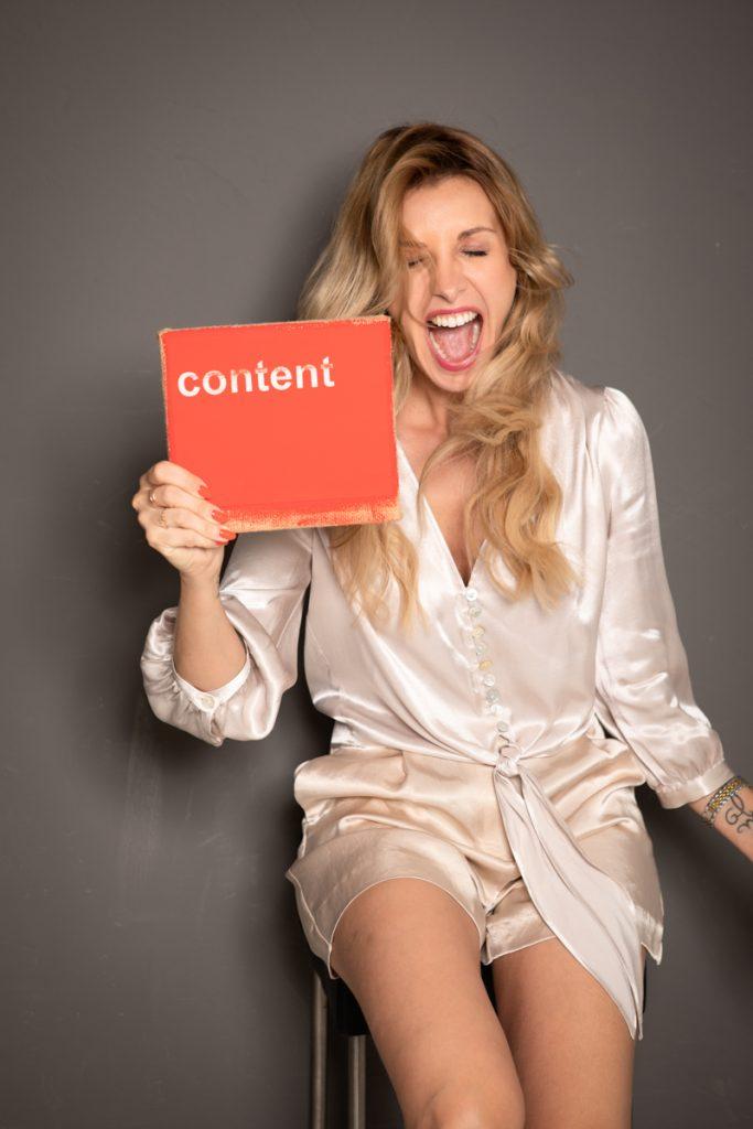 Cathy Zimmermann posiert für Ihre neuen Businessfotos
